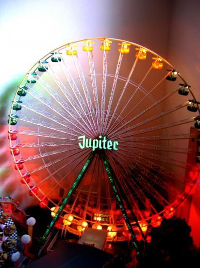 La reine de la foire : la grande roue toute illuminée