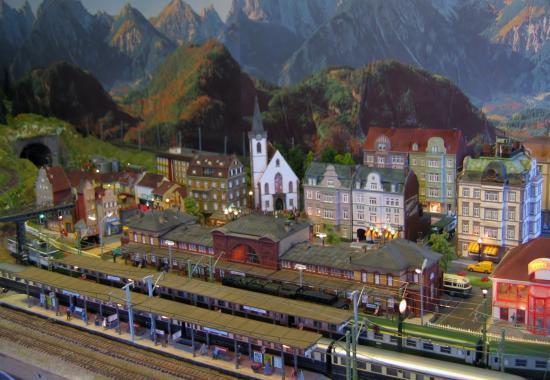 Vue d'ensemble sur la grade gare et la ville