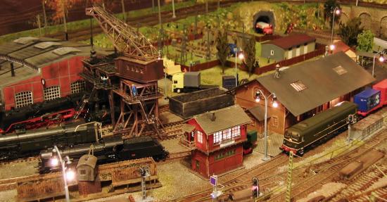 Zone de chargement de charbon et gare de marchandises